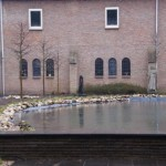 binnentuin klooster vijver