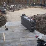 Gebruikte tegels voor het pad: 100x20 betontegels