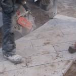 Slijpen van de betontegels
